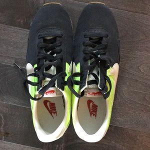 Nike Shoes - NIKE PRE MONTREAL VINTAGE RACER SNEAKER WOMENS 9